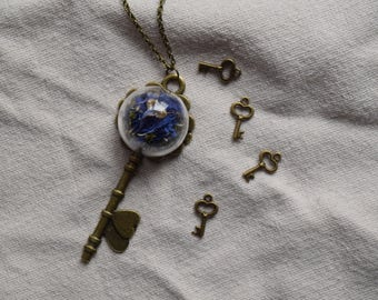 Key-pendant with glass hemisphere (cornflowers)