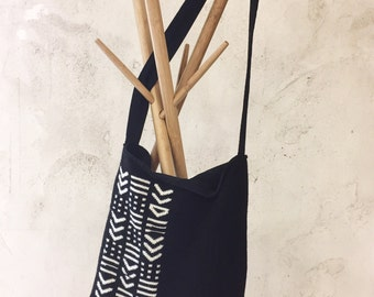 Knitted wool, black and white geometric pattern bag