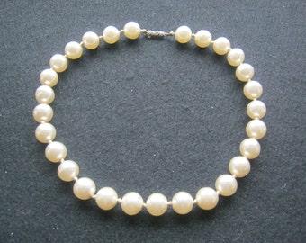 Pearl Necklace with Silberverschuß,(Zuchtperlen),Durchmesser beads approx. 13 mm, diameter chain ca. 130 mm, length approx. 360 mm