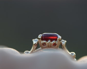 14 Karat Yellow Gold Red Emerald Cut Gemstone Solitaire Vintage Ring, US Size 5.5, Used Vintage Jewelry