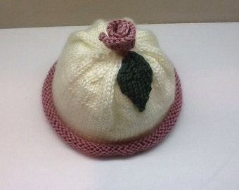 Baby girl's hat with a rose on top