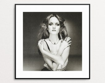 Twiggy, London, 1975 - Vintage Book Page -Black and White Photography - Terry O'Neill - Celebrity Photo - Twiggy Photo - Fashion 1970s