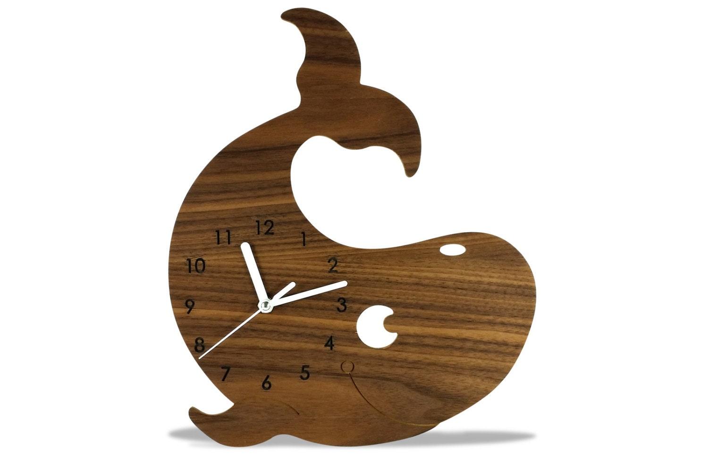 Horloge murale enfant animal baleine en bois moderne for Horloge murale bois moderne