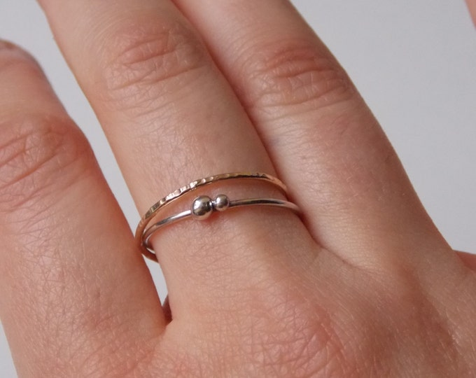 Silver and gold fine and modern hammered ring with 2 interlace rings. for woman