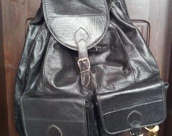 Travel huge men black leather backpack with 2 external pocket.1990's