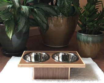 Center Line Pet Feeder