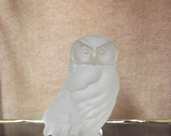 Owl figure in tinted glass, solid