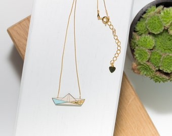 Boat necklace in natural wood (green Glacier/gold) and his gold chain