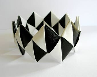 Bracelet paper. Black white.