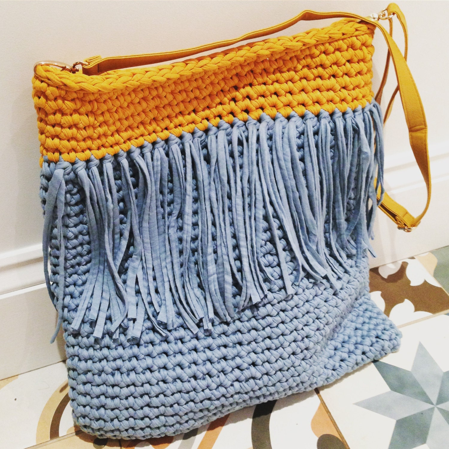 Crochet Patterns For T Shirt Yarn : Tassel Tote T-shirt Yarn Crochet Bag Pattern
