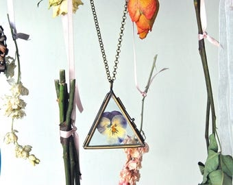 Pressed flower necklace, floral necklace, floral jewellery, botanical necklace, floral pendant, pansy necklace, boho style, real flower