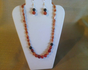 156 Beautiful Red Adventurine and Carnelian Red Cracked Agate Beaded Choker