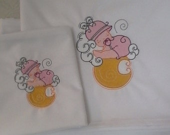 Embroidered bed linen for children