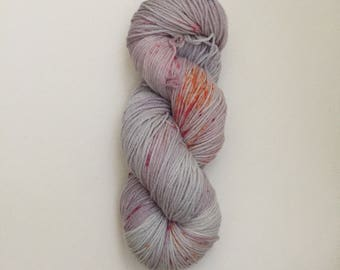 Hand Dyed Merinocashnylon 80/10/10 Superwash Merino Cashmere Nylon Sport Weight Knitting 382yard Frosty Lilac