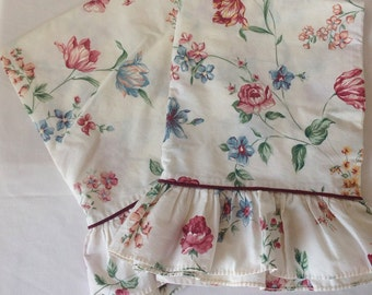 Vintage White And Pink Floral Cotton Ruffled Pillowcases, Vintage Linens, Vintage Pillowcases, Shabby Chic Pillowcases, Cottage Style Bed