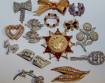 lot of 16 costume jewelry pins/brooches all in good condition, vintage also will have other lots