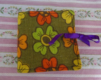Vintage retro kitsch 1970s fabric needle case sewing accessory