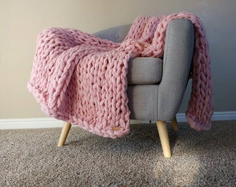 Chunky Pink Blanket, Arm Knit Blanket, Throw Blanket, Knit Throw Blanket, Vegan Blanket, Chunky Blanket, Giant Knit Blanket, Chunky Throw