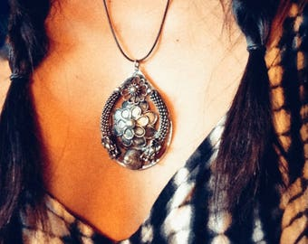 Vintage jewelry '  Leather Cord beautiful bohemian pendant necklace