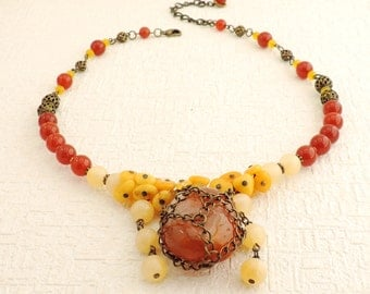 Necklace with agate and amber