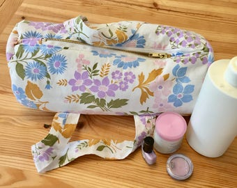 Flowery fabric toilet Kit, wash duffel bag, vintage fabric, mini Duffel, accessory bag woman, mother's day gift