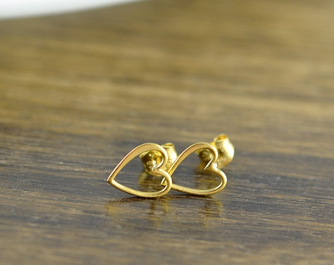 gold heart post earrings - stud earrings - heart earrings  - tiny stud earrings - gold open heart  earrings