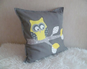 IN balance Maxi OWL on branch yellow/white/grey square cushion