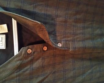 L.L.BEAN Long sleeved undershirt style shirt (Henley), 100% cotton, Olive green with black plaid details