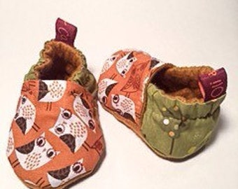 Baby slippers // Crib shoes // Forest Owl