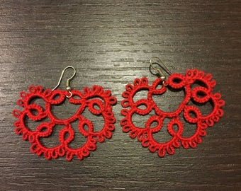 Earrings with tatting.