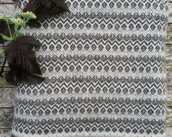 HOUSE OF BEULAH Aztec Blanket & Throw - 100% Cashmere, Slate and White