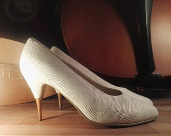 True vintage 90s shoes high heels pumps white mother-of-Pearl snakeskin look fake snake skin vegan Golden heels