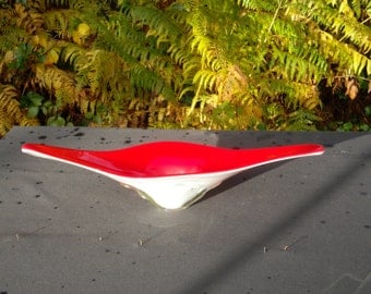 Stunning and unusual vintage 1960's Italian red overlay glass/fruit bowl, centre piece(DM144)