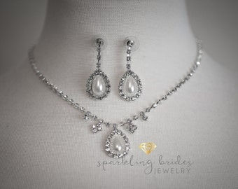 Bridal simulated pearl and rhinestone jewelry set,Wedding necklace and earrings set,Wedding jewelry,Rhinestone necklace earrings