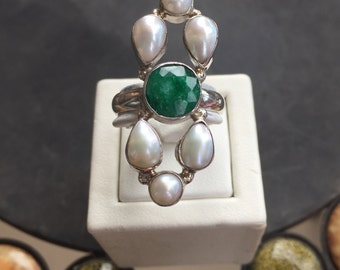 Silver, emerald and pearl ring
