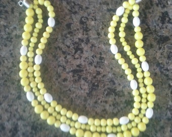 Vintage 1960's sun yellow and white 3 strand necklace