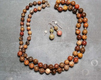 "Brown Agate Necklace 32"" and Earrings"