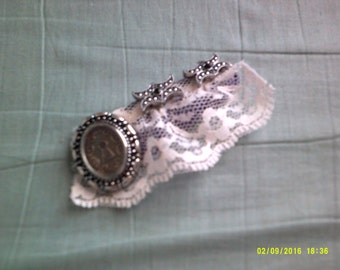 Victorian-look Lace Hair Clip
