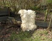 Gevilte schapenvacht, wollen vloerkleed van Racka, diervriendelijk , zonder huid, ivoorwit gelig vachtvilt, super zacht, prachtige krullen