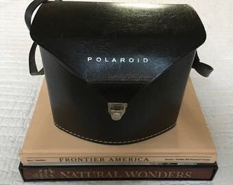 Very Cool Polaroid Swinger Model 20 Retro Camera Set and Carrying Case LIKE NEW