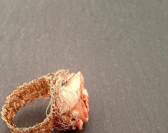 Bronze ring in copper knitted wire