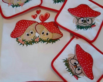Kitchen towels and pot holders with custom embroidery