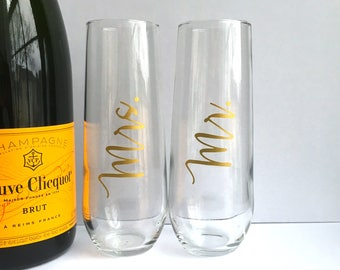 Mr and Mrs Champagne Flutes - Set of 2 Gold Mr. and Mrs. Champagne Glasses - Newlyweds - Bridal Shower - Engagement - Wedding