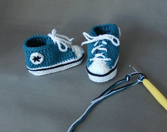 All-star crochet baby booties, baby slippers, crocheted shoes, baby sneakers, girl or boy.