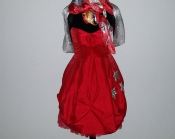 """Lady in Red """"LITEQUIN"""" (Mannequin Lamp)"""