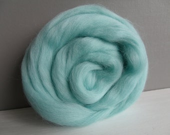 25g wool felting or spinning Merino carded to combed color green Opaline