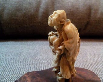 Netsuke, the heroes of Japanese folklore, a blind hobo bone carving