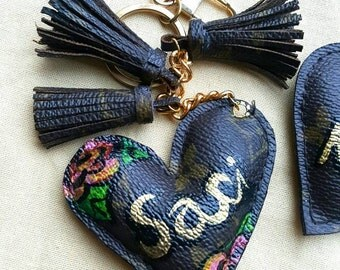 The heart keychain rose paint made from the Auth LV Canvas and cowhide leather. Recycle Louis vuitton canvas.Can paint your name on.