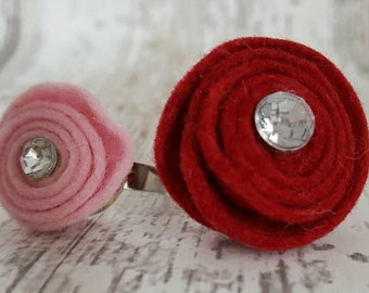 Adjustable ring with felt rose large