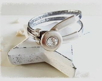 Bracelet half Bangle and metallic leather.